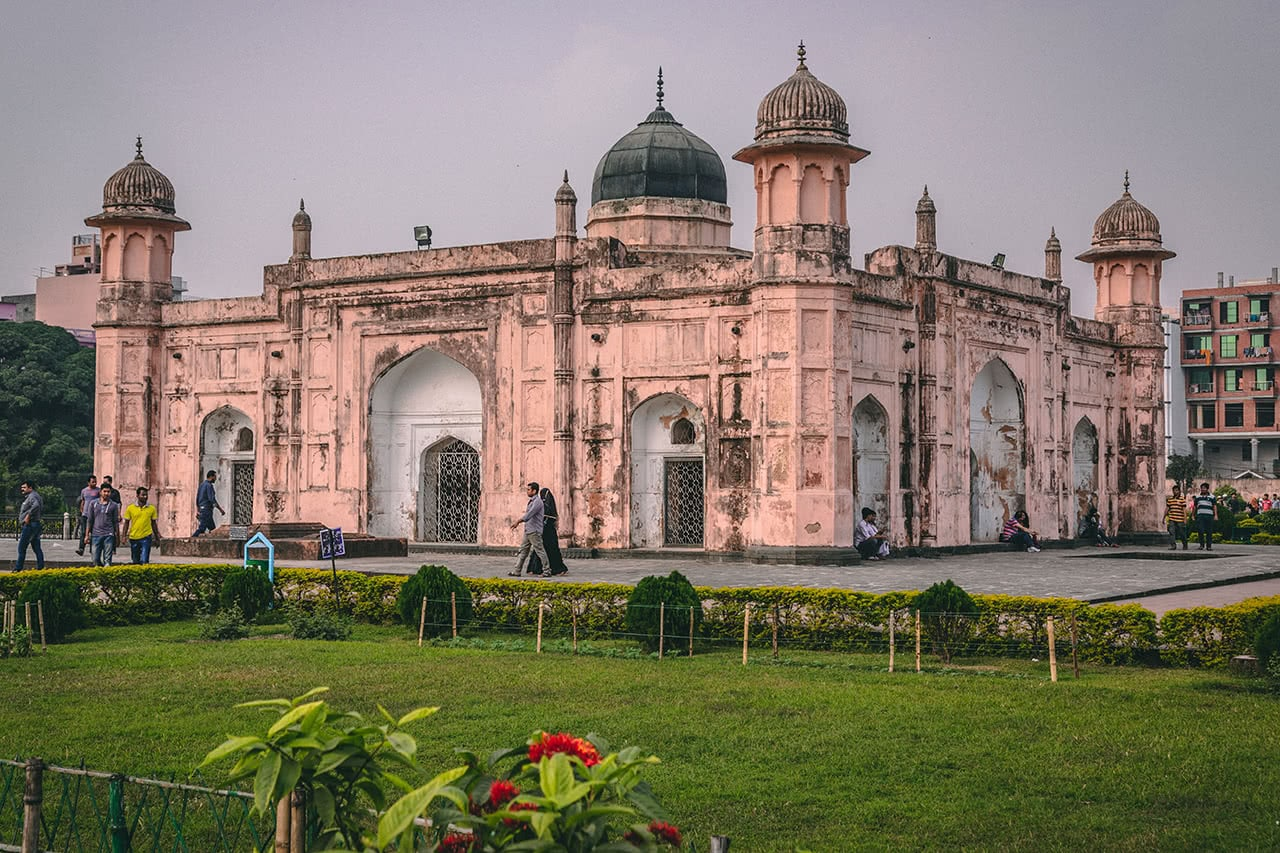 Tomb of Bibi Pari in Lalbagh Fort in Dhaka Bangladesh, constructed in 1678.