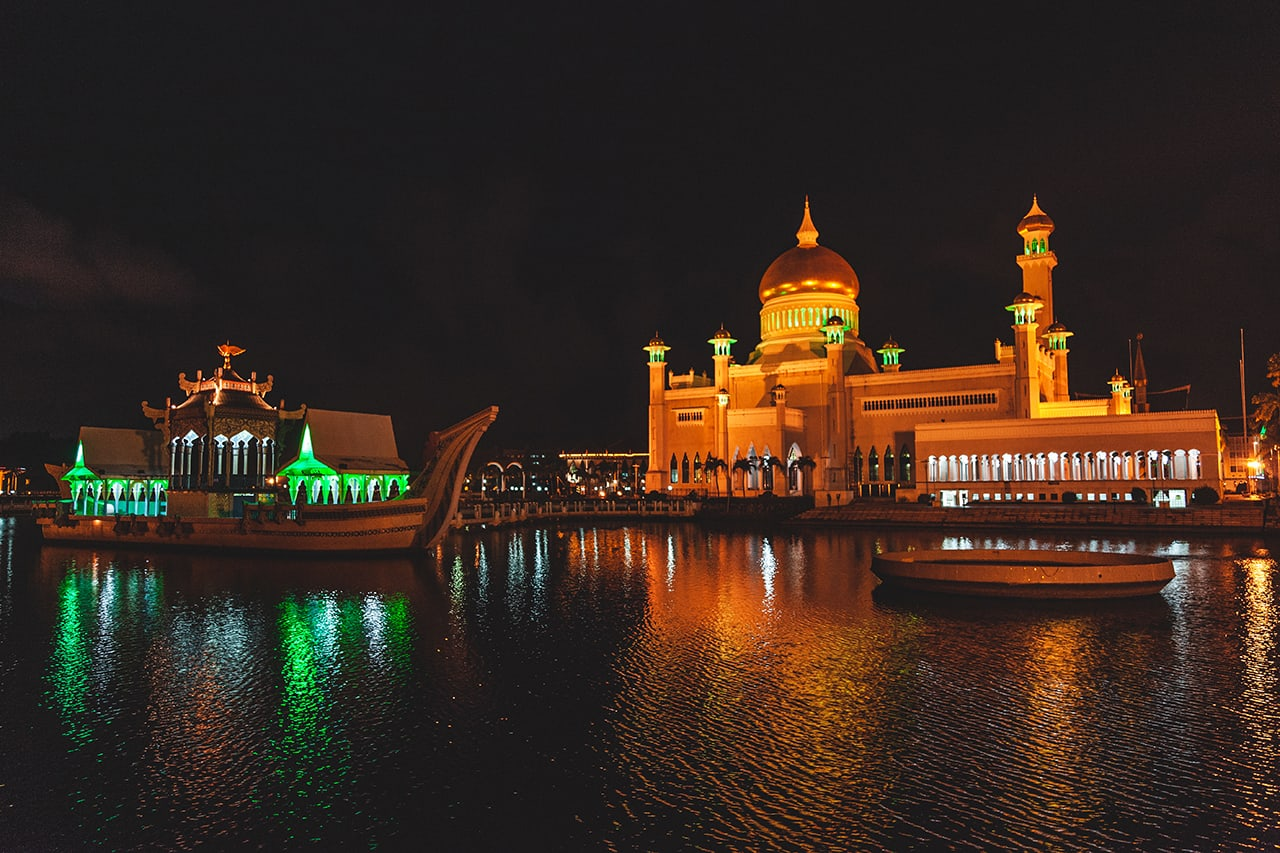 One of Brunei's most recognizable landmarks, the Sultan Omar Ali Saifuddin Mosque, in Bandar Seri Begawan.
