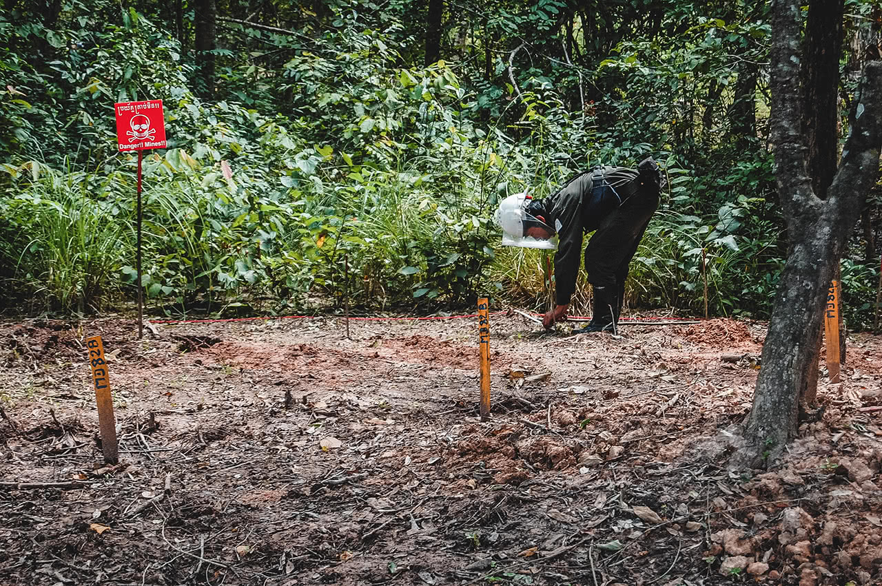 Mine clearing in Otdar Menchey, Cambodia.