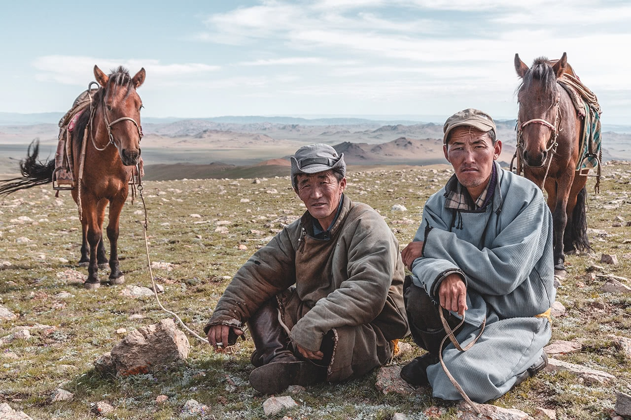 Mongolian men in Altan Hokhii.