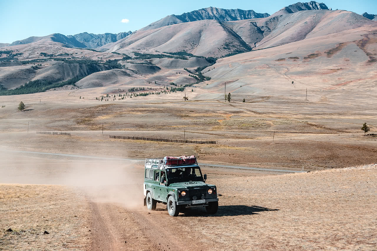 Driving by Land Rover Defender on the Chuysky Trakt and into the Valley of Chuya