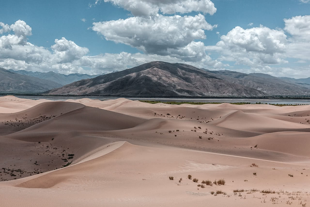 Sand dunes dominate the view on the way to Tsetang.