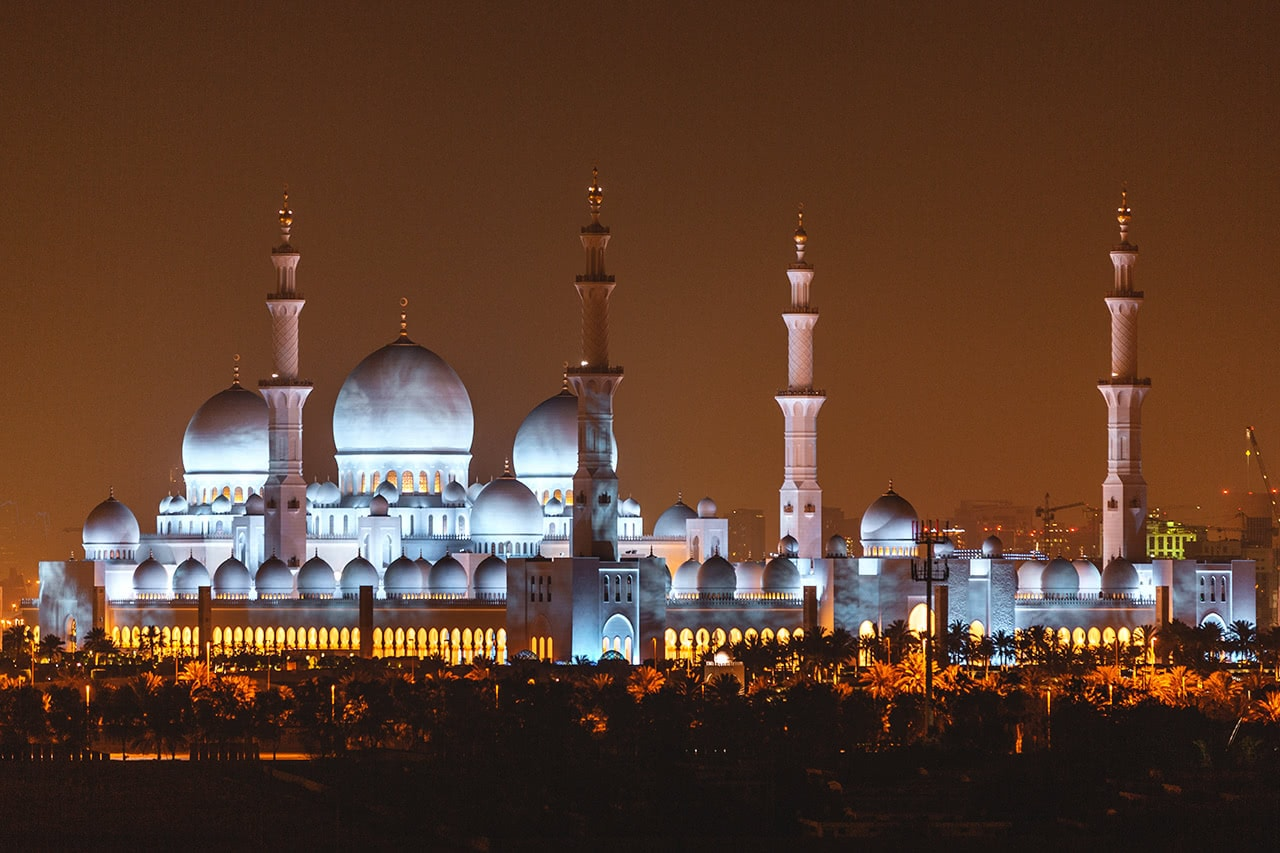 Evening view of the Sheikh Zayed Grand Mosque in Abu Dhabi
