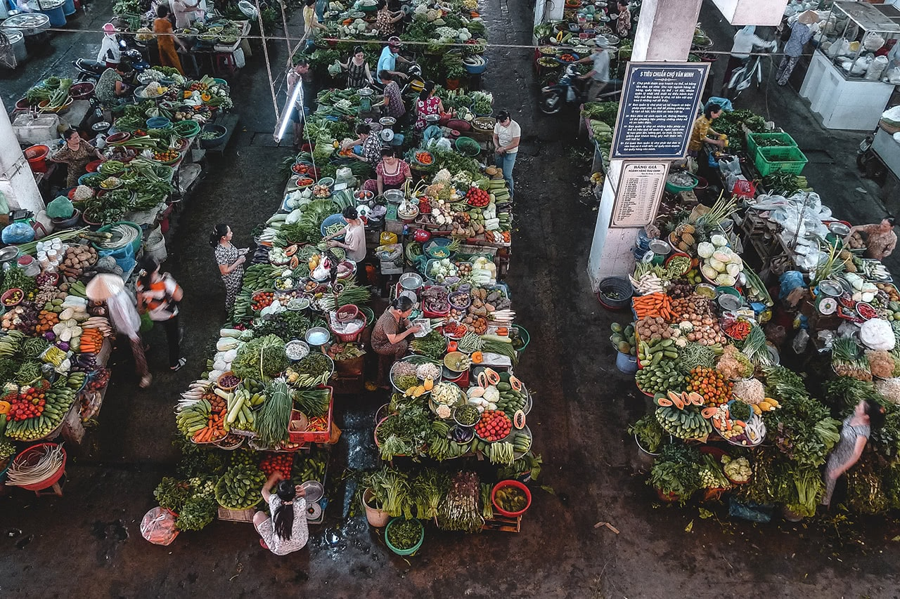 Looking down on the sprawling Ben Tre market